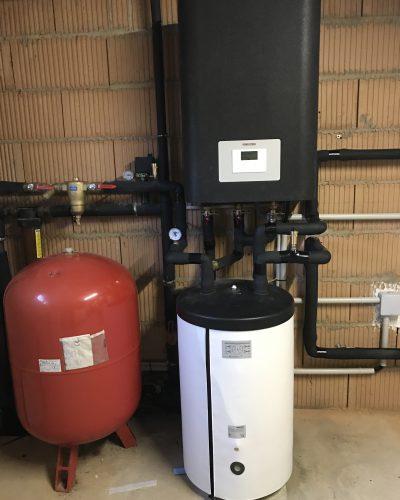 Pompe à chaleur STIEBEL ELTRON air/eau en version intérieure. Plancher chauffant et eau chaude sanitaire.